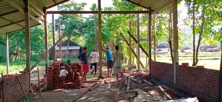 Bau des Schulhauses in Taung tha Yet-Kone im Irawadi Delta